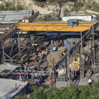 Hundratals gruvarbetare befarades ha blivit instängda i en kolgruva i Manisa i Turkiet efter en brand den 13 maj 2014.
