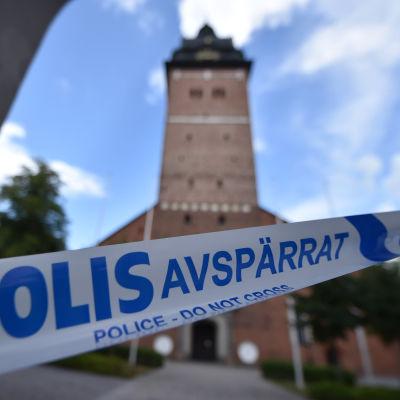 Strängnäs kyrka avspärrad av polisband