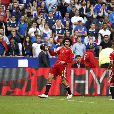 Belgien slog Frankrike efter två mål av Marouane Fellaini.