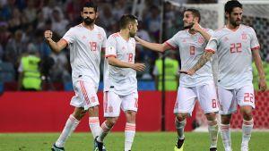 De spanska spelarna firar mål