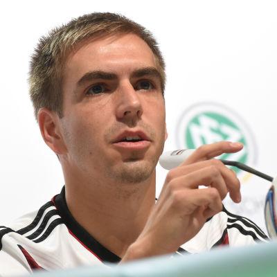 Philipp Lahm på presskonferens.