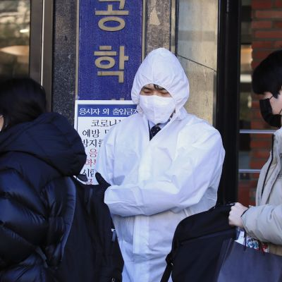 Mänskor med andningsmasker i Sydkorea.