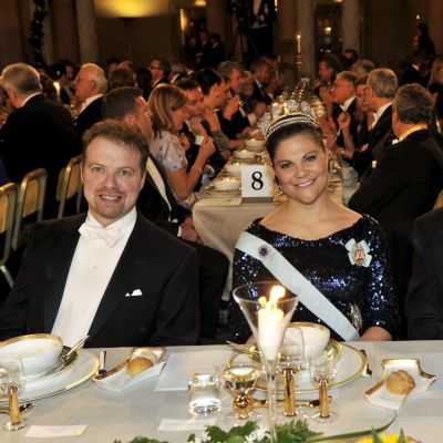 Kronprinsessan Victoria med nobelpristagarna Adam G. Riess och Brian P. Schmidt