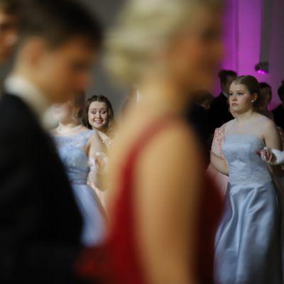 Lyseon lukion vanhojen tansseissa oli liikettä.