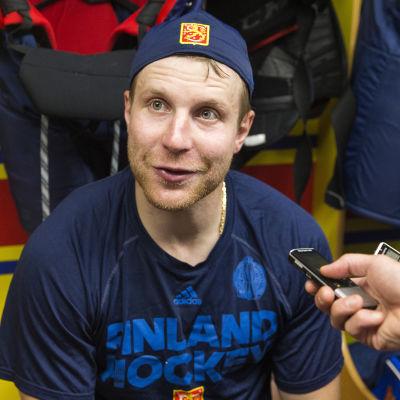 Leo Komarov efter World Cup-träningsmatchen mot Sverige.