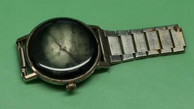 Ett gammalt armbandsur, en Omega Seamaster, som legat på havsbottnet