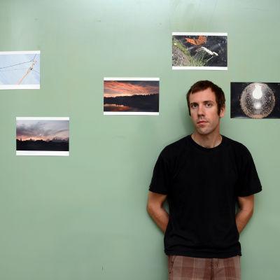 Olof Englund ställer ut sina foton tagna med kompaktkamera.