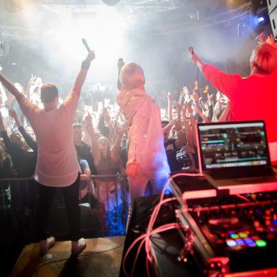 X3M uppträdde tillsammans med Bastupojkarna på Svenska Talande Klubben på Glöggrundan i Åbo.