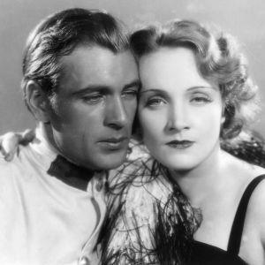 Marokko. Elokuvan pääosissa Marlene Dietrich ja Gary Cooper.