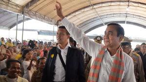 Militärjuntans ledare, premiärminister Prayut Chan-o-cha har med kungens stöd stiftat lagar som gynnar honom och hans militärstödda parti