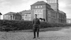 Karhumäen hotelli ja sotilas jatkosodan aikaan