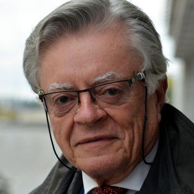 Jukka Valtasaarella on USA:ssa joukko ystäviä ja kaksi lastenlasta.