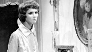 Edith Scob elokuvassa Silmät ilman kasvoja.