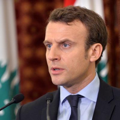 Centerpolitikern Emmanue Macron är nu förhandsfavorit i det franska presidentvalet. Han tippas nå den andra omgången i maj tillsammans med ytterhögerledaren Marine Le Pen