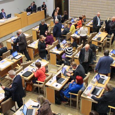 helsingfors stadsfullmäktige inför ett möte