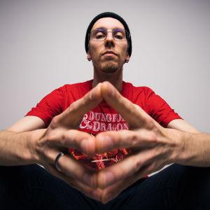 E-urheilun juontaja Otto Rönkä