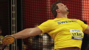 Daniel Ståhl kastar diskus i VM