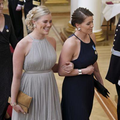 Michelle Karvinen och hennes partner på slottsbalen.