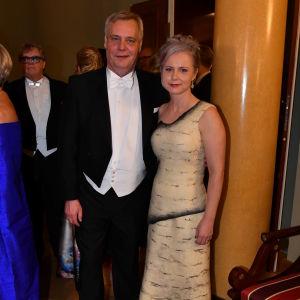 Antti Rinne och hans fru Heta Ravolainen-Rinne på Slottsbalen år 2017.