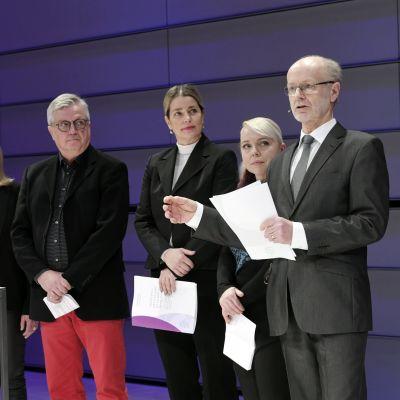 Från vänster på rad: Riitta Räsänen, Anu Metsälä, Juha Hänninen, Marianne Heikkilä, Sini Hartikainen och Jaakko Valvanne.