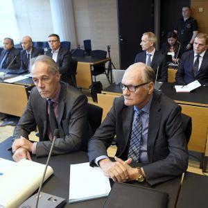 Mikko Paatero med sin advokat i Helsingfors tingsrätt
