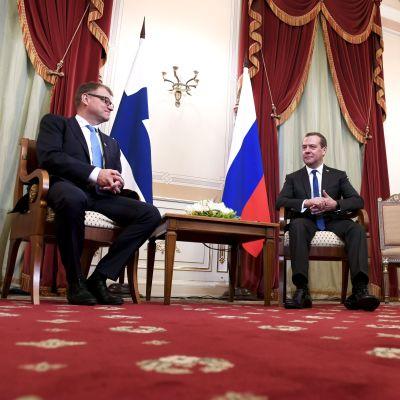 Bild på statsminister Juha Sipilä och premiärminister Dimitri Medvedev.