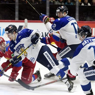Teemu Pulkkinen, Jori Lehterä och Julius Nättinen i farten mot Ryssland.