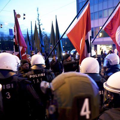 nazister ur Nordiska motståndsrörelsen grips av polis under självständighetsdagen 2018.