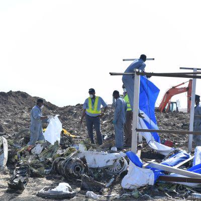 Vrakdelar efter flygplanskraschen i Etiopien 13.3.2019.