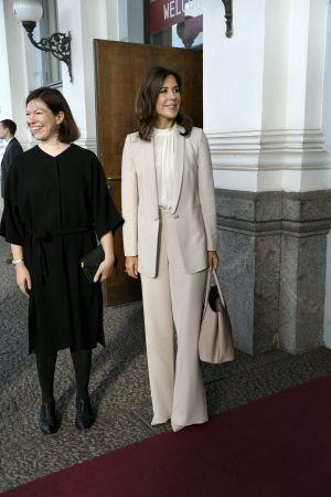 Kronprinsessan Mary tillsammans med Helsingfors viceborgmästare Anni Sinnemäki
