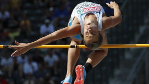Maria Huntington flyger över ribban