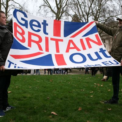 Brittisk flagga med texten: Get Britain Out