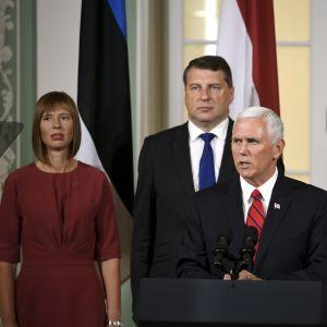 Estlands president Kersti Kaljulaid, Lettlands president Raimond Vejonis, USA:s vice president Mike Pence och Litauens president Dalia Grybauskaite i Tallinn 2017.