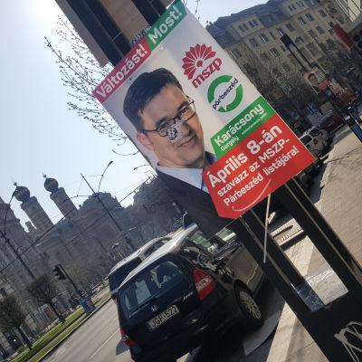 Valplakat i på ungersk gata.