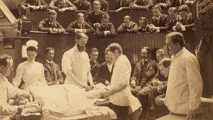 Syöpäleikkaus meneillään noin vuonna 1890