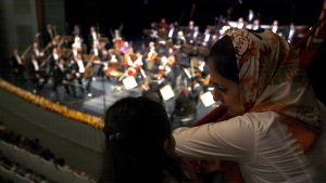 Symfoniorkester uppträder i Teheran.