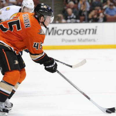 Sami Vatanen spelar i NHL 2015.