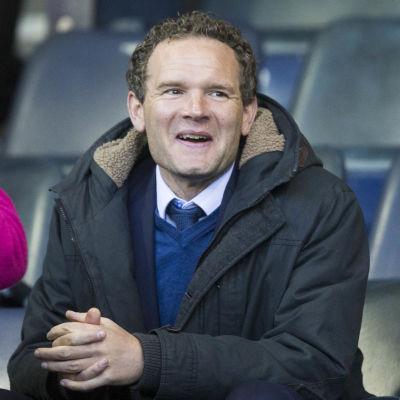 Jonatan Johansson på Glasgow Rangers bänk 2017.