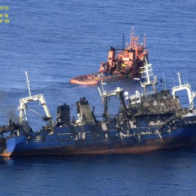 Den ryska havererade trålaren Oleg Naidenov utanför Gran Canaria.