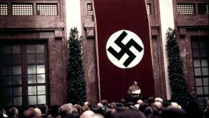 Hitler puhuu Münchenissä vuonna 1938.