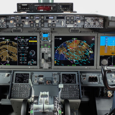 Förarkabinen i flygplanstypen Boeing 737 Max 8.