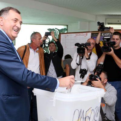 Den bosnienserbiska ledaren Milorad Dodik valdes in i Bosnien-Herzegovinas presidentråd
