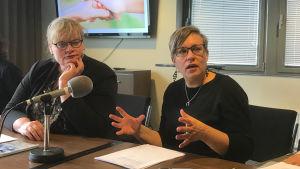 Lantrådet Katrin Sjögren (liberal) och kansliminister Nina Fellman (socialdemokrat) är nöjda med förslaget.