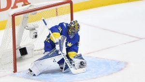 Henrik Lundqvist går in i VM-turneringen när Sverige möter Danmark på söndag kväll.