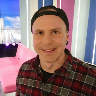 Paralympiavoittaja Matti Suur-Hamari Puoli seitsemän studiossa