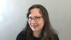 Potrettikuva Ylen vastuullisuuspäällikkö Irene Tommiska-Jarvasta.