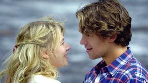Lena (Eva Hallgren) och Axel (Jakob Oftebro) i Så ock på jorden.