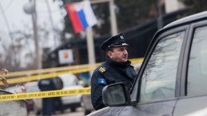 Polisavspärrning i Mitrovica där den kosovoserbiska politikern Oliver Ivanović mördades.