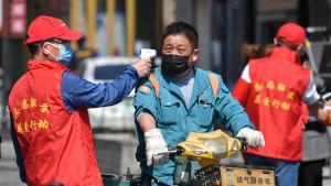 Det verkliga antalet döda i Wuhan skrevs upp med 50 procent med en deöl skeptiker tror att inte ens de nya, reviderade siffrorna stämmer.