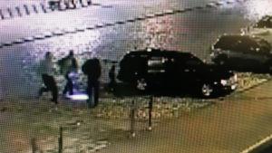 bild från övervakningskamera på allvarlig knivhuggning i Åbo centrum.